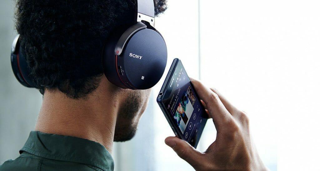 Топ 3 недорогих моделей накладных наушников Sony
